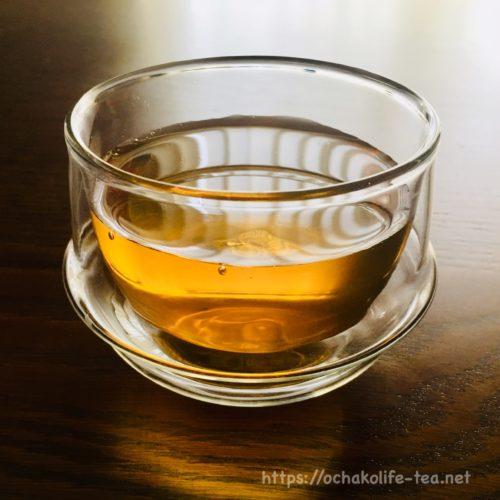 コップに入っているお~いお茶ほうじ茶